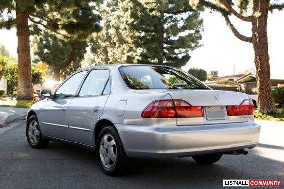 Silver HONDA Accord LX 4-DR w/ leather interior