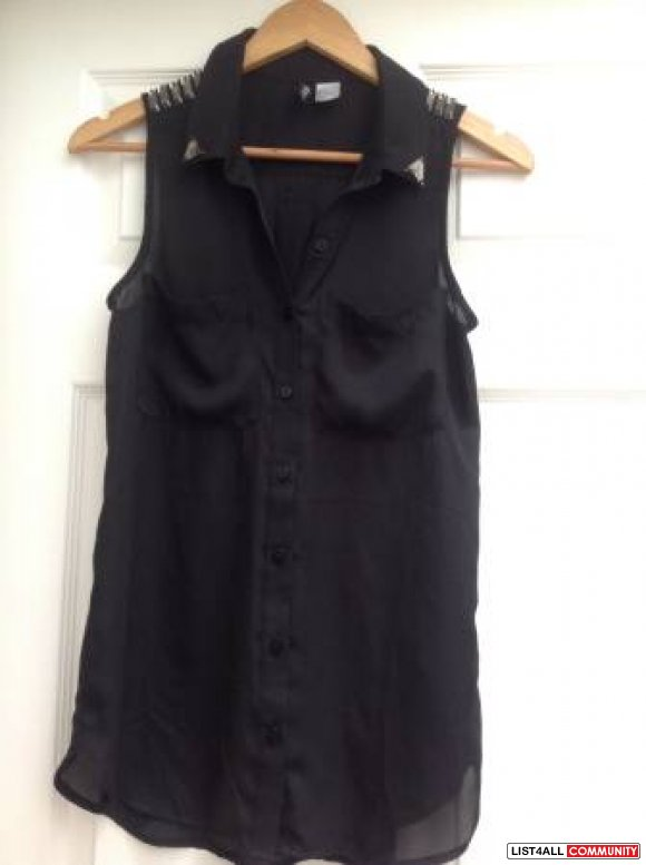H&M Divided Sleeveless Black Button Up Top (BNWOT)