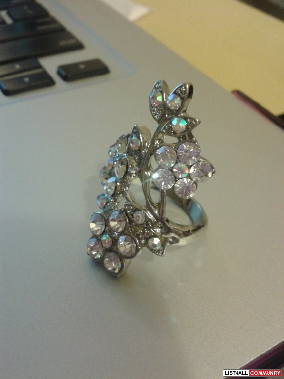 Aldo Silver Flower Floral Crystal Ring Size 8-9