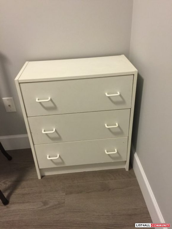 Good condition bedroom White drawer chest