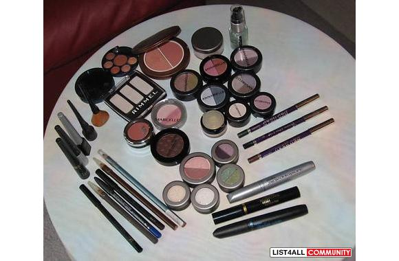 LARGE ASSORTMENT OF MAKEUP ALL BRAND NAMES NEW NEVER OPENED OR