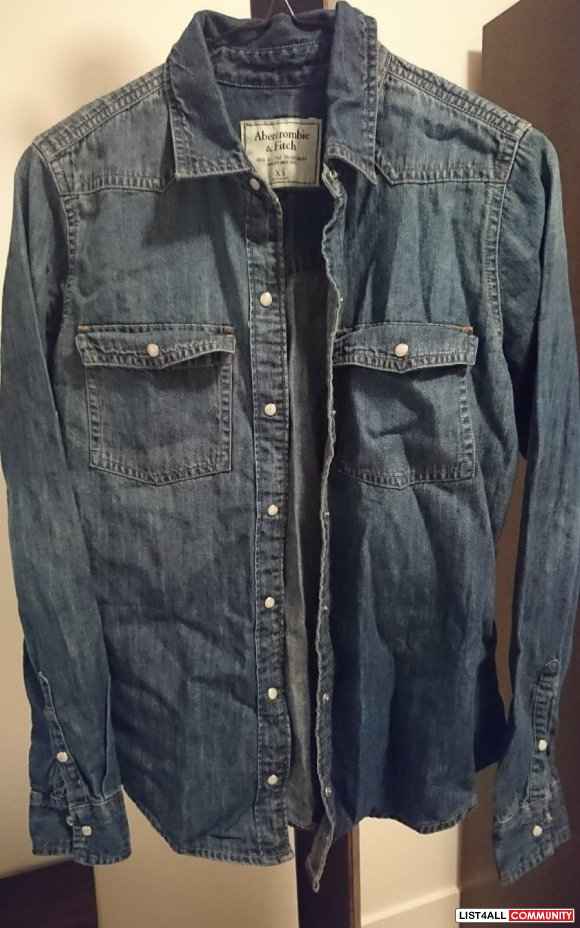 NWOT Abercrombie and Fitch Denim Button Up Shirt XS