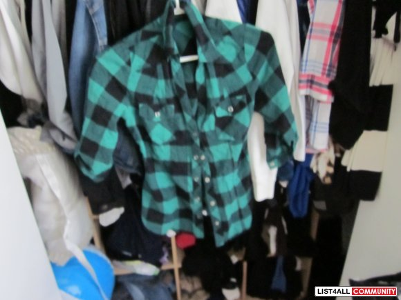 F21 PLAID SHIRT BLACK AND GREEN SIZE SMALL