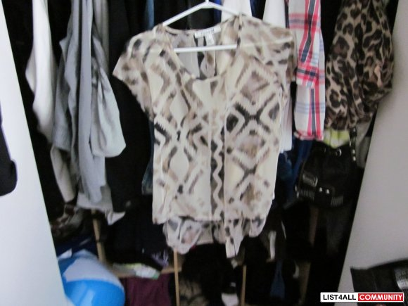 F21 SHIRT SIZE SMALL BUTTONS UP THE BACK NEW