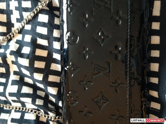 LOUIS VUITTON CLUTCH BLACK WITH CHAIN - NEW!