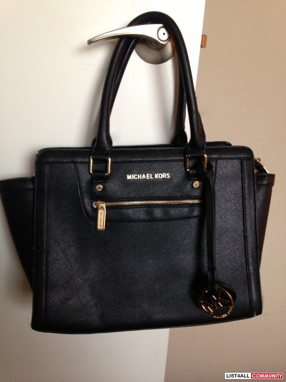 MICHAEL KORS PURSE BLACK AND GOLD NEW!