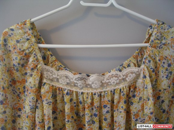 Yellow BOHO FLORAL TOP w/ lace trim SIZE M could fit  S XS