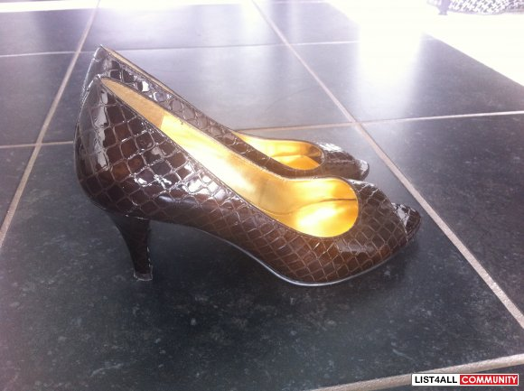ENZO ANGIOLINI dark brown patent leather peep toe pumps SIZE 5 US