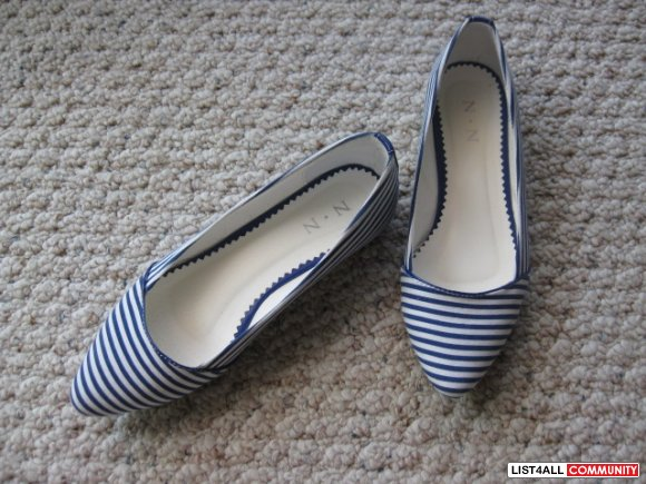 Blue and white stripped flats