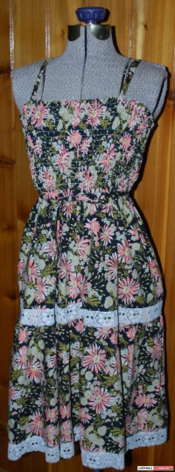 Vintage midi floral beach dress with lace panels