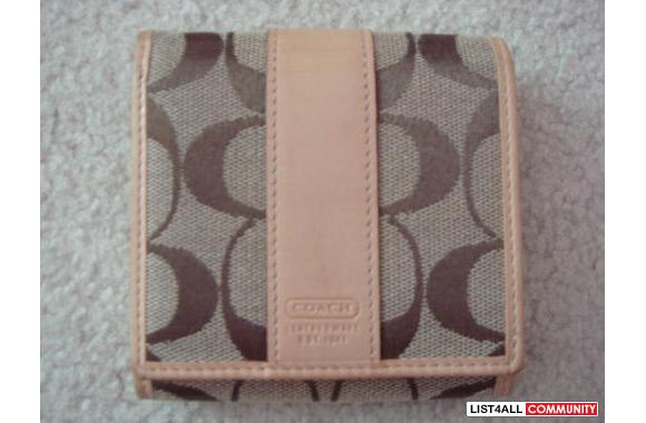 Coach Signature Small Wallet: 100% authentic