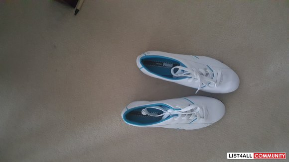 Woman Puma Shoe size 6 and a half for sale