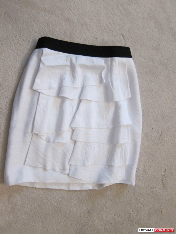 BCBG White Tiered Skirt 0