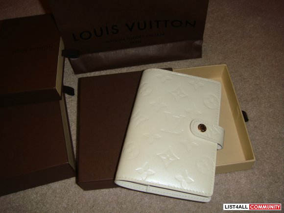 100% Louis Vuitton Small ring agenda cover Vernis Pearle white -includ