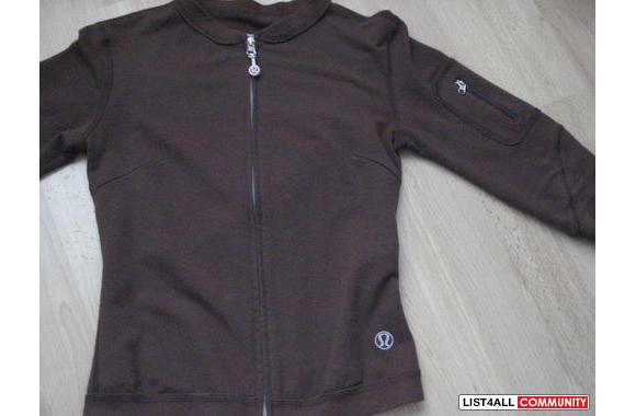 Lululemon 3/4 sleeved sweater