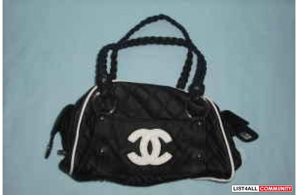 Replica Chanel purse, interior linking with CC logos, White CC logo on