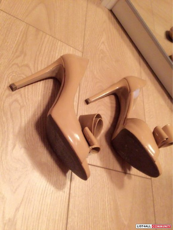 Authentic Valentino size 38 d'orsay pumps