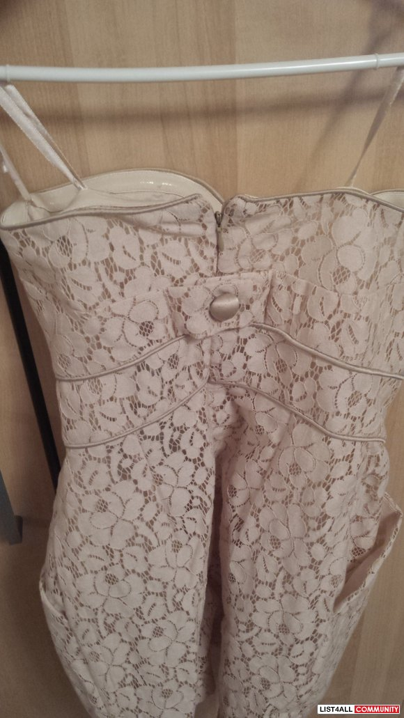 NWT Strapless lace detailed dress in size SMALL