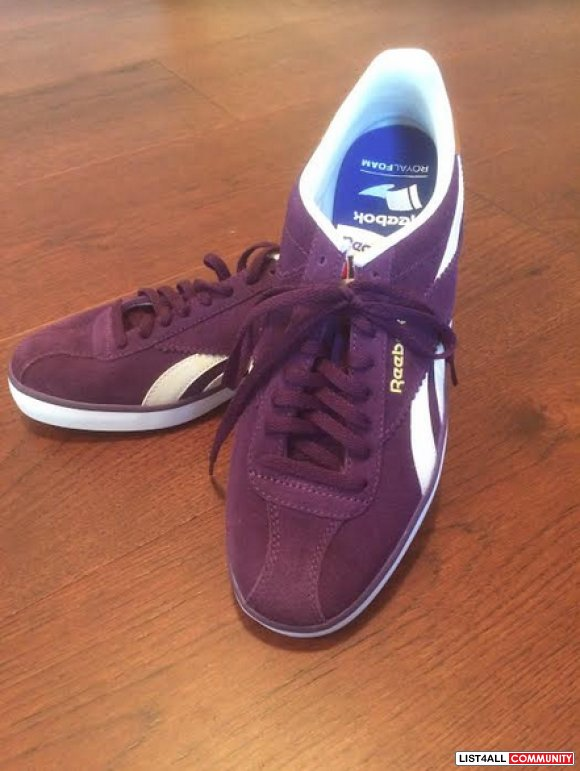 New womans suede Reebok sneakers