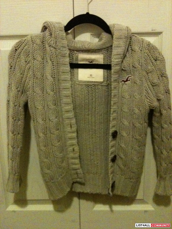 SALE: $15 HOLLISTER CARDIGAN/SWEATER
