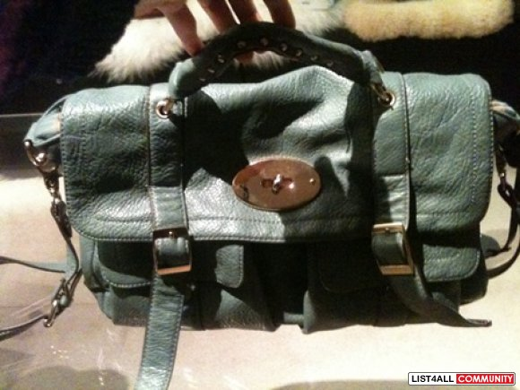 Messenger bag with lock