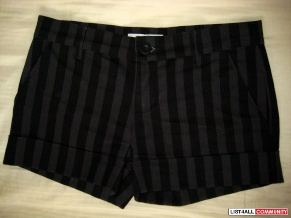 Size4 ZARA Black grey stripe shorts