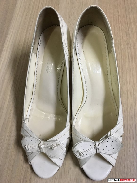 Size7 White leather low-heel (worn twice)