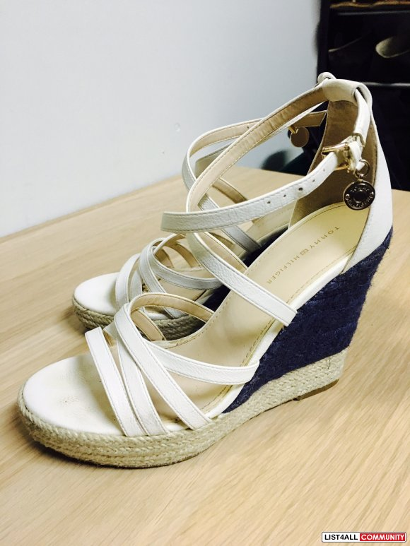 Size7 TOMMY HILFIGER Runway strap wedge (worn once)