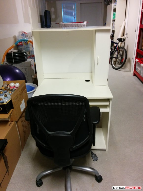 White Computer table / desk