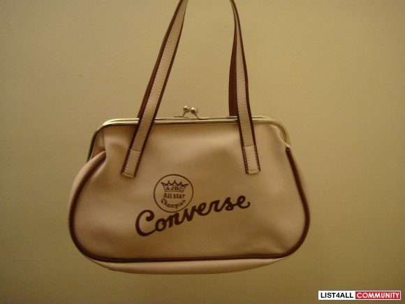 341a3017b528 CONVERSE purse. CONVERSE pink leather purse