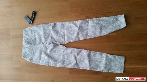 NEW white flower print pants SMALL