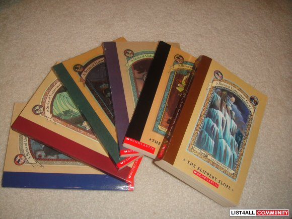 A series of Unfortunate Events Books 1-5 (bonus book #10)