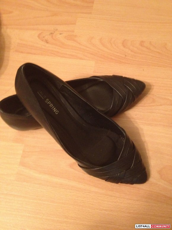 BRAND NEW BLACK FLATS from spring size 7