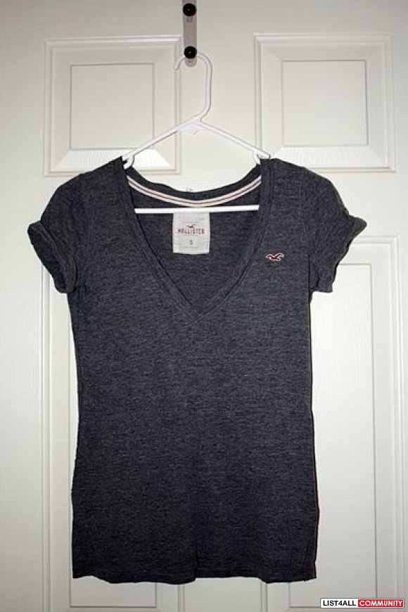 Gray Hollister V-neck tee - size s