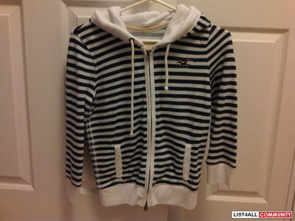 BNWOT Hollister Sweater size S