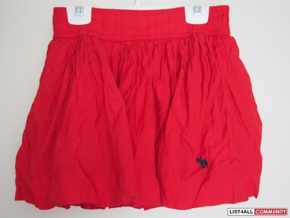 BNWT AF little red skirt with pockets on the sides S