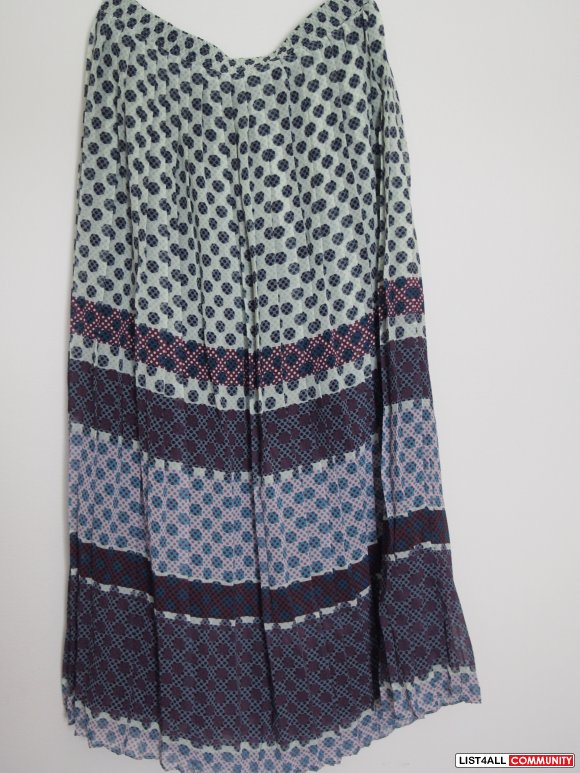 brand new Anthropologie pleated skirt size M