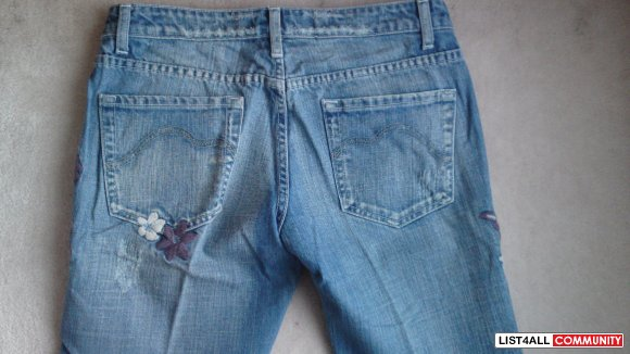 ROOTS jeans - stitched on flowers - flare cut - size 29