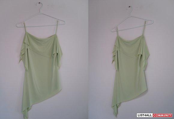 REDUCED $20 - Flowy Green Top (le chateau)