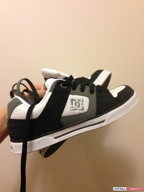 DC W's Purse SE Skate Shoes - NEW - 7
