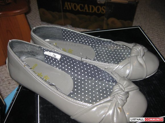 flats shoe grey color  size 7  $ 10