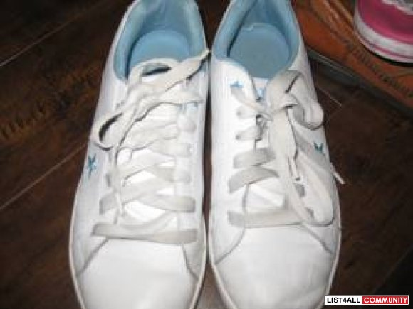 running shoes  white with blue   color size 9 $ 15
