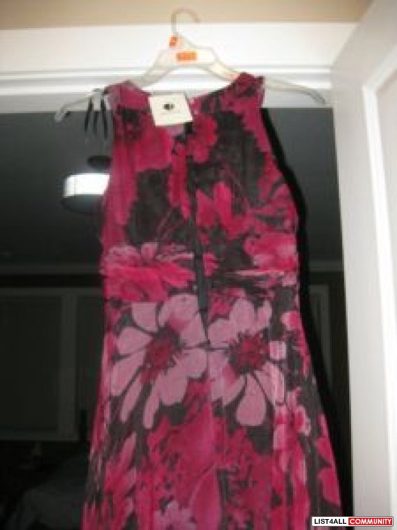 Women dress burgundy colors brand new size  4 $ 20