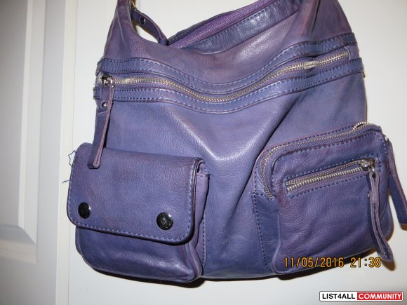 Danier Purse purple  in excellent condition $ 30