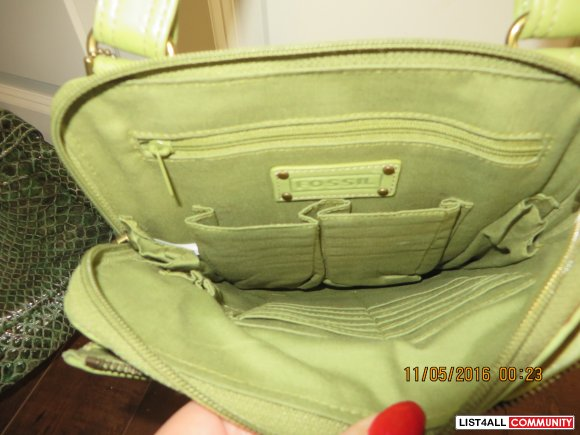 Fossil green leather shoulder purse Cross body $20