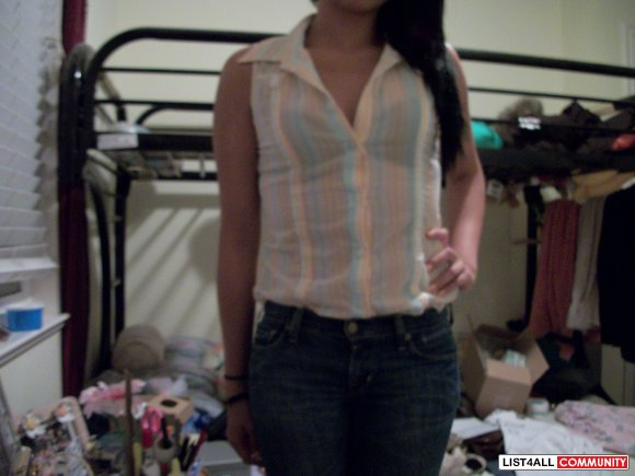 GUESS button up top $10