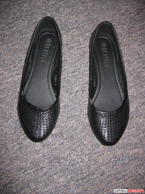 BLACK FLATS WITH SEQUENCE