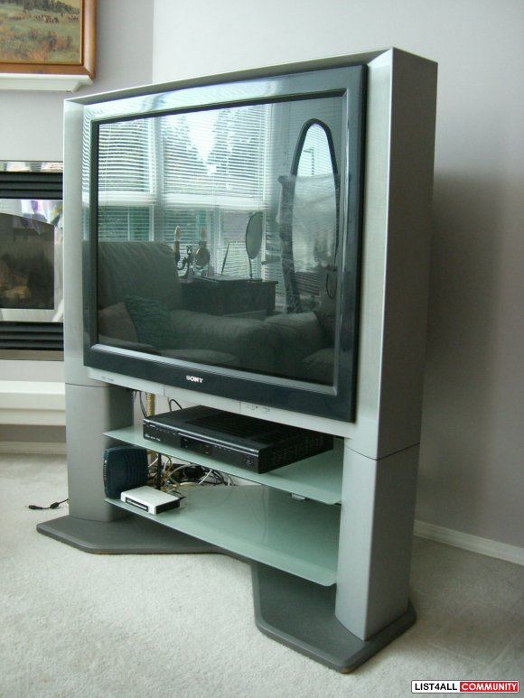"40"" Sony FD Trinitron WEGA TV with STAND"