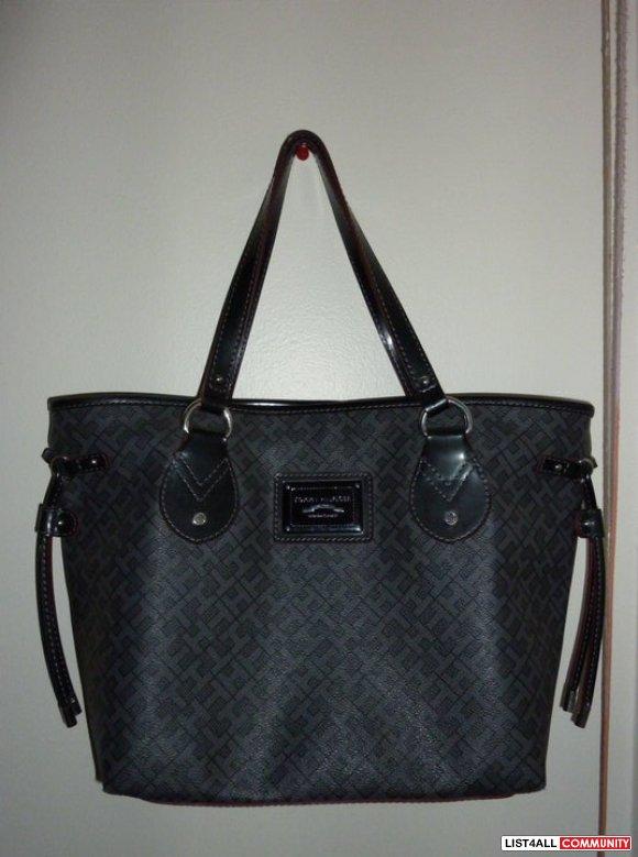 SALE: $60 *Brand new Tommy Hilfiger Bag